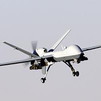 Aterrissagem de um MQ-9 Reaper depois de missão em apoio à Operação Enduring Freedom, Afeganistão, 2007. (2º Sgt Brian Ferguson, Força Aérea dos EUA)