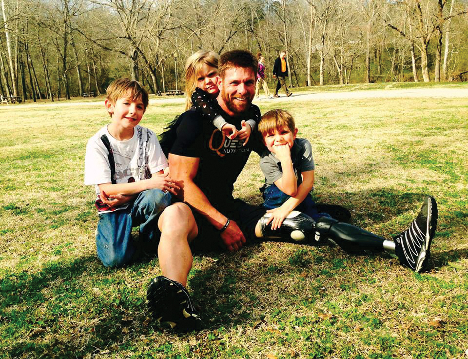 Noah Galloway poses with his children. (Photo courtesy of Noah Galloway)