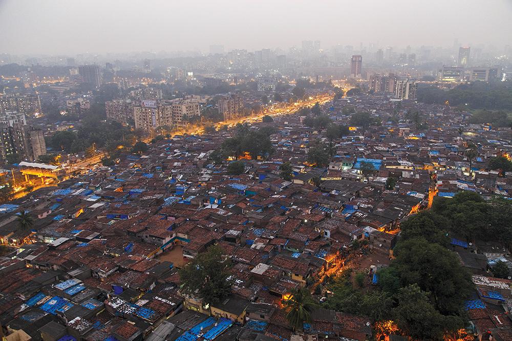 Un barrio en el área de Jogeshwari-Goreagaon Este, 10 de octubre de 2014, en las afueras de la megaciudad de Mumbai, India. (Foto: Maciej Dakowicz a través de Alamy)
